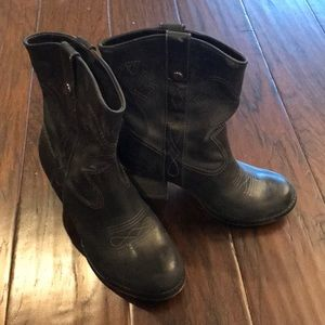 GB - Boots Size 5.5M